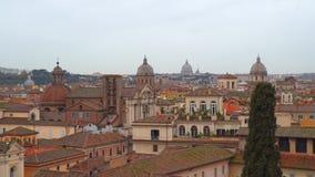 Bóvedas y tejados del centro histórico de Roma almacen de metraje de vídeo