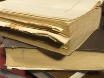 böcker öppnar royaltyfria bilder