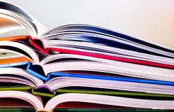 böcker öppnar Royaltyfria Foton