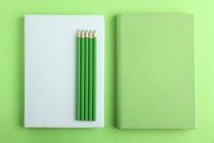 Böcker blyertspennor Royaltyfri Fotografi