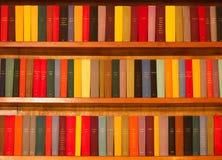 böcker färgade mång- arkivbild