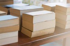 Böcker i bokhandeln och studien Royaltyfri Foto