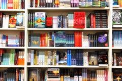 Böcker i boklager royaltyfri foto