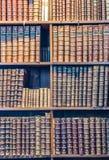 böcker i det härliga österrikiska nationella arkivet i Wien Arkivfoto