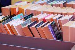 Böcker i en till salu ställning Royaltyfri Fotografi