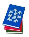 böcker isolerade pussel Arkivfoton