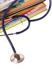 böcker isolerade stetoskopet Fotografering för Bildbyråer