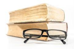 Böcker och exponeringsglas Royaltyfri Foto