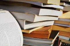 Böcker och sida, bildande bakgrund arkivbild