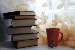 Böcker och te Royaltyfria Bilder