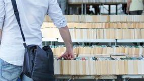 Böcker på bokmarknaden Arkivfoton