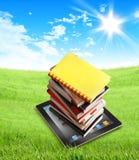 Böcker på ipad i naturen - clippingbana Royaltyfria Bilder