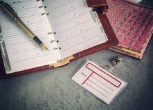Böcker pennor, emblem, affär arkivfoton