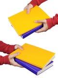 böcker som bär kvinnan för hand två Arkivfoto