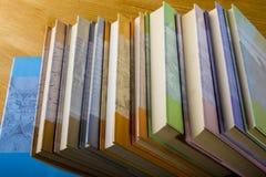 Böcker som ska läsas och till mot efterkrav Royaltyfria Bilder