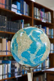 böcker vet läst till världen Royaltyfria Foton