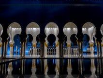 Bögen in Abu Dhabi Mosque Stockfoto