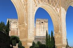 Bögen in der islamischen (maurischen) Art und in Alhambra, Granada, Spanien Lizenzfreies Stockfoto