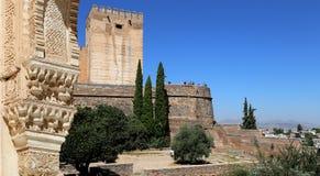Bögen in der islamischen (maurischen) Art und in Alhambra, Granada, Spanien Stockfotos