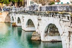 Bögen der römischen Brücke Lizenzfreie Stockfotos