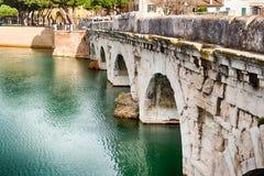 Bögen der römischen Brücke Lizenzfreies Stockbild