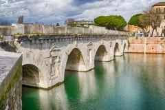 Bögen der römischen Brücke Stockbild