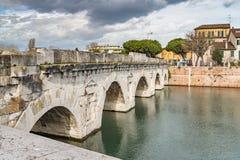 Bögen der römischen Brücke Lizenzfreies Stockfoto