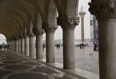 Bögen in Str. markiert Quadrat, Venedig. stockbilder