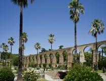 Bögen von San Anton, Aquädukt von Caceres spanien Lizenzfreie Stockbilder