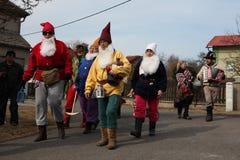 Böhmische Karnevalsprozession Masopust in der Tschechischen Republik lizenzfreies stockbild