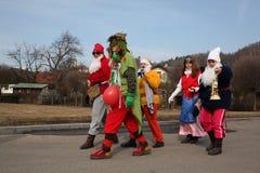 Böhmische Karnevalsprozession Masopust in der Tschechischen Republik stockbild