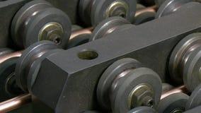 Böja av metallkopparrör på den industriella CNC-maskinen I fabrik lager videofilmer