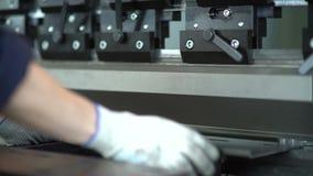Böjande maskiner för metall stock video