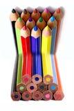 böjda färgblyertspennor Royaltyfria Bilder
