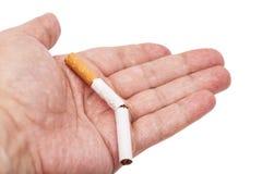 böjelse Closeup av den brutna cigaretten Royaltyfri Foto