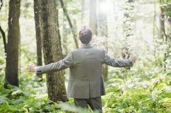 Bön för ung man royaltyfri bild