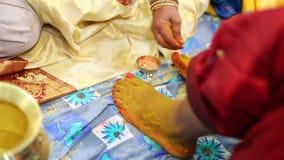 Bön i den indiska förbindelsen stock video