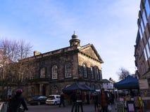 Bönder marknadsför framme av stadsmuseet i Lancaster England fotografering för bildbyråer