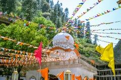 Bönen sjunker nära sikh- gurdwara i Manikaran Arkivbild