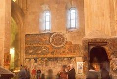Böner och de gamla frescoesna av den kristna Svetitskhoveli domkyrkan Lokal för Unesco-världsarv Fotografering för Bildbyråer