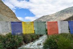 Bönflaggor av den buddistiska religionen Royaltyfri Foto