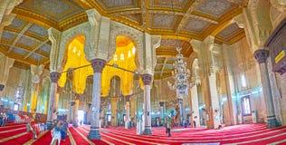 Bönkorridoren av Abu al-Abbas al-Mursi Mosque i Alexandria, E Royaltyfri Bild