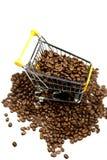 Bönor av den isolerade coffeed shoppa trollyen Royaltyfri Bild