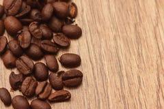 Bönor för bakgrundsträdspridda träkaffe Fotografering för Bildbyråer