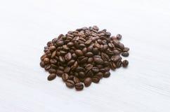 bönor frukosterar ideal isolerad makro för kaffe över white arkivbild
