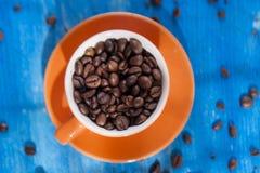 bönor frukosterar ideal isolerad makro för kaffe över white Royaltyfri Fotografi