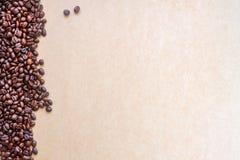 bönor frukosterar ideal isolerad makro för kaffe över white Arkivbilder