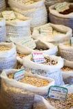 Bönor och ärtor i den lokala marknaden, Spanien Royaltyfri Bild