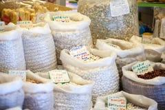 Bönor och ärtor i den lokala marknaden, Spanien Royaltyfria Foton