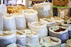 Bönor och ärtor i den lokala marknaden, Spanien Royaltyfri Fotografi